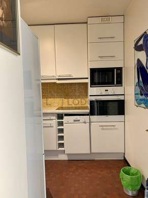 Kitchen of 9m² with its tile floor