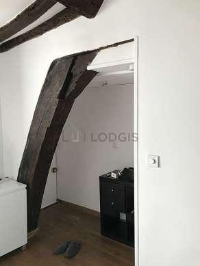 Séjour calme équipé de 1 canapé(s) lit(s) de 140cm, téléviseur, placard