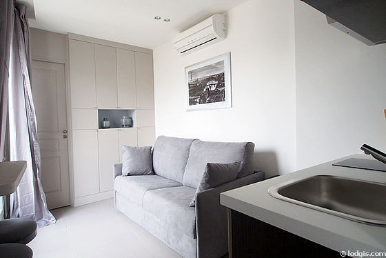 Séjour calme équipé de 1 canapé(s) lit(s) de 140cm, air conditionné, télé, penderie
