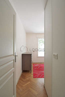 Chambre de 9m² avec du parquet au sol