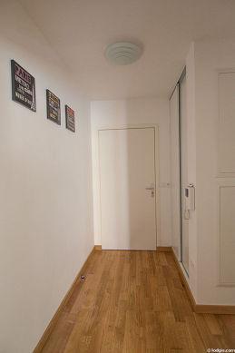 Très belle entrée avec du parquet au sol