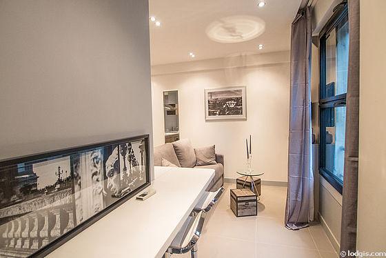Séjour calme équipé de 1 canapé(s) lit(s) de 140cm, air conditionné, téléviseur, penderie
