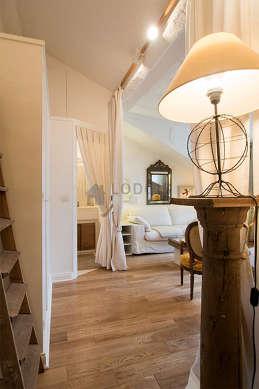 Séjour très calme équipé de téléviseur, chaine hifi, ventilateur, 2 fauteuil(s)