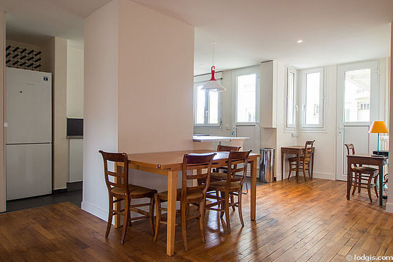 Great dining room with its wooden floor for 8 person(s)