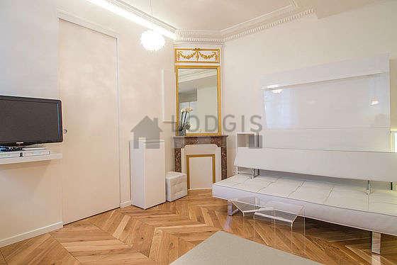 Séjour calme équipé de 1 lit(s) armoire de 140cm, téléviseur, penderie, placard