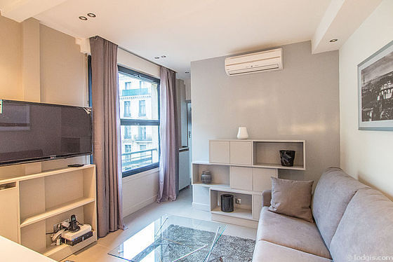 Séjour calme équipé de 1 canapé(s) lit(s) de 140cm, air conditionné, télé, placard