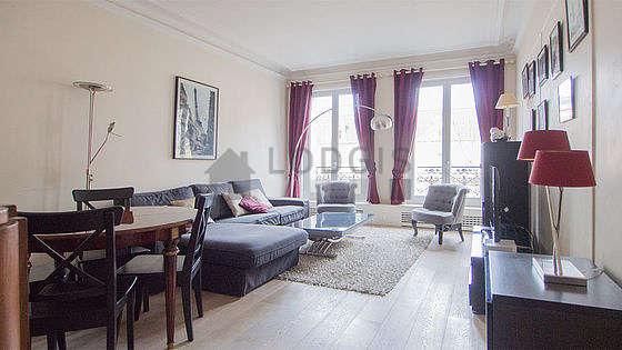 Séjour très calme équipé de 1 canapé(s) lit(s) de 140cm, télé, 2 fauteuil(s)