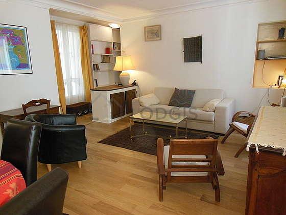 Séjour calme équipé de 1 canapé(s) lit(s) de 160cm, téléviseur, chaine hifi, 3 fauteuil(s)