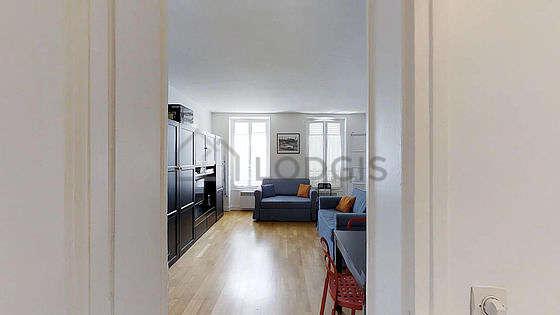 Séjour équipé de 2 canapé(s) lit(s) de 90cm, téléviseur, 3 chaise(s)