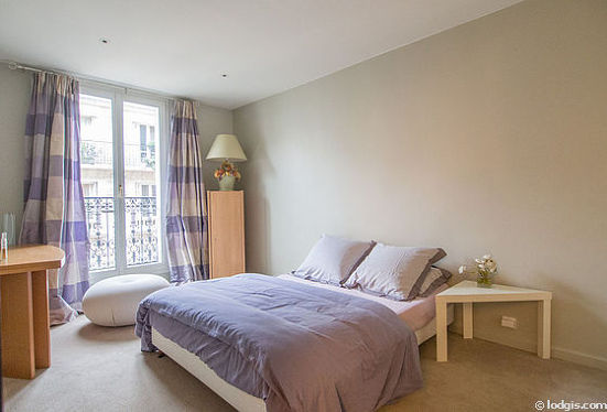 Chambre de 14m² avec la moquette au sol