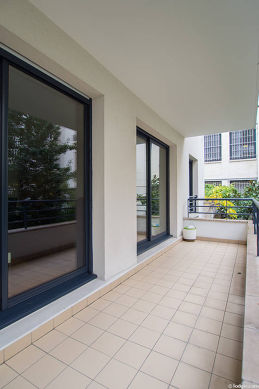 Very quiet and bright balcony with tile floor