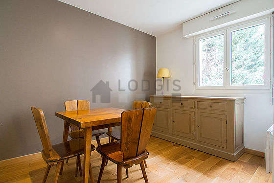 Great dining room with wooden floor for 4 person(s)