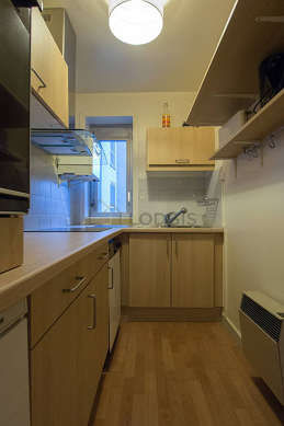 Kitchen of 4m² with its wooden floor