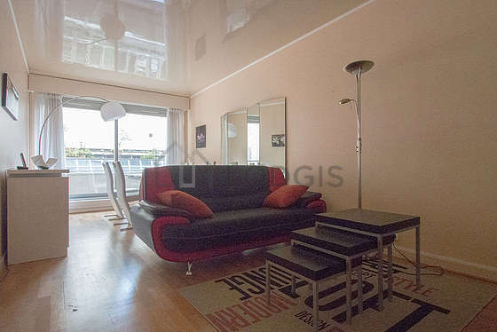 Very quiet living room furnished with tv, dvd player, 4 chair(s)