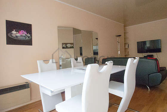 Large living room of 20m² with its wooden floor