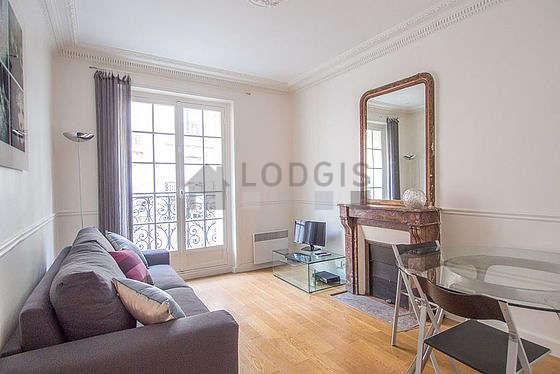 Location appartement 1 chambre avec chemin e paris 18 for Appartement meuble paris long sejour