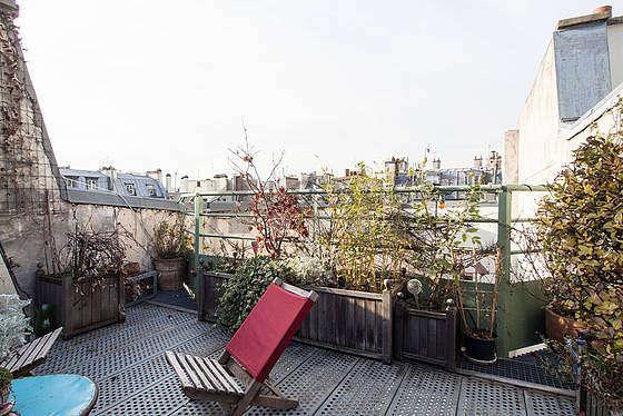 Terrasse calme et lumineuse