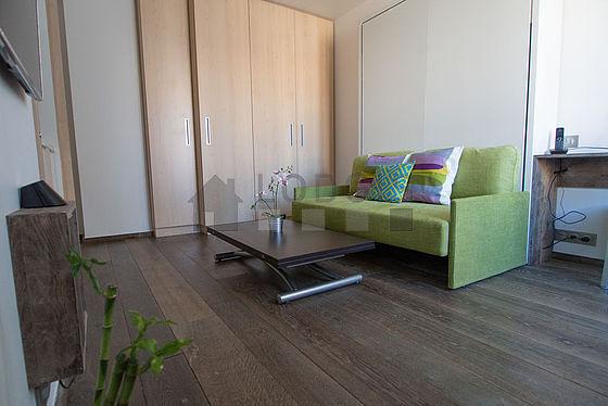 Séjour calme équipé de 1 lit(s) armoire de 140cm, téléviseur, lecteur de dvd, 1 fauteuil(s)