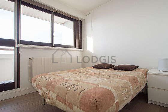 Chambre de 8m² avec du parquet au sol