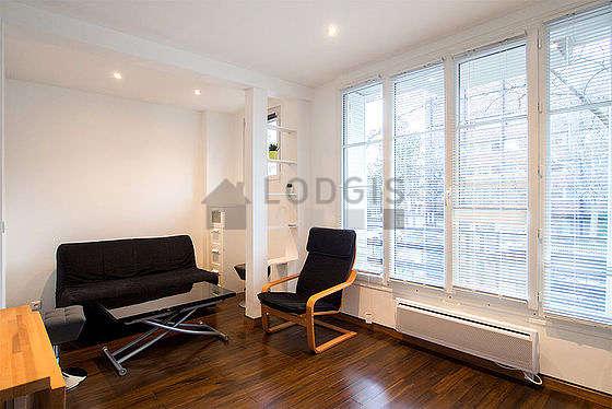 Séjour calme équipé de 1 canapé(s) lit(s) de 140cm, téléviseur, 1 fauteuil(s)