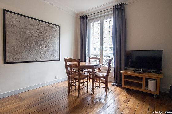 Séjour équipé de 1 canapé(s) lit(s) de 160cm, téléviseur, 4 chaise(s)