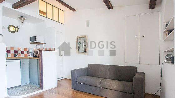 Séjour calme équipé de 1 canapé(s) lit(s) de 140cm, téléviseur, ventilateur, 2 chaise(s)
