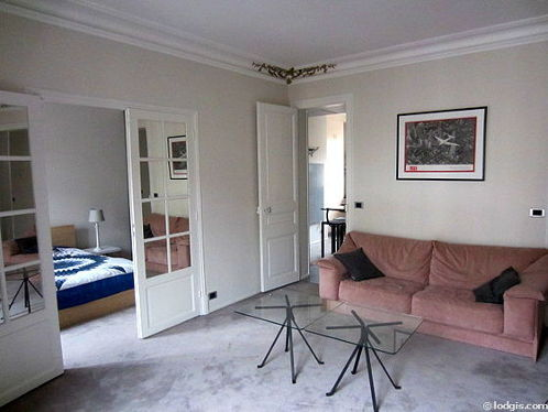 Living room furnished with 1 sofabed(s) of 140cm, tv, hi-fi stereo, 2 armchair(s)