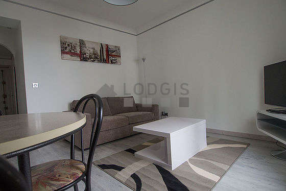 Living room of 15m² with wooden floor