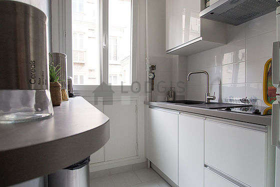 Magnifique cuisine de 5m² avec du carrelage au sol