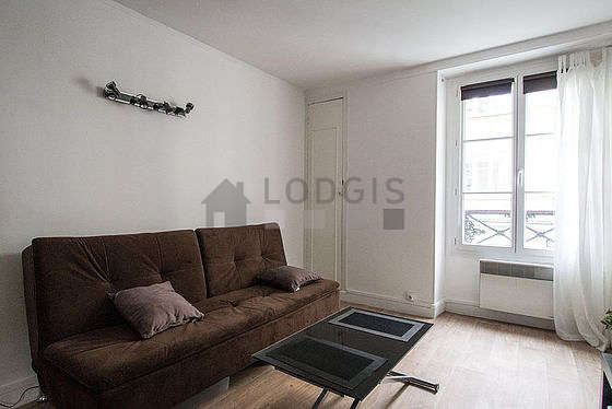 Living room of 11m² with linoleum floor
