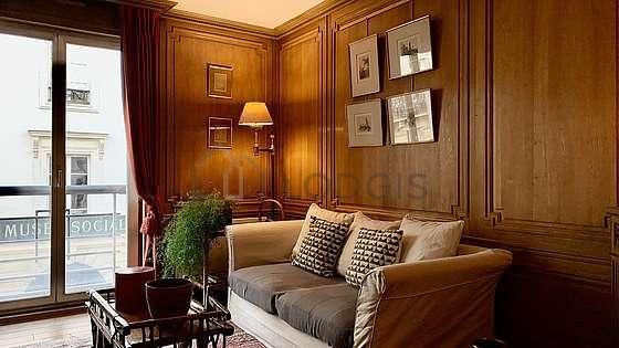 Séjour calme équipé de 1 canapé(s) lit(s) de 140cm, télé, 1 fauteuil(s), 2 chaise(s)