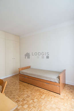 Very quiet bedroom for 2 persons equipped with 2 pullout bed(s) of 80cm