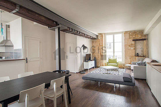 Séjour calme équipé de 1 lit(s) d'appoint de 80cm, 1 canapé(s) lit(s) de 140cm, 1 fauteuil(s), 6 chaise(s)