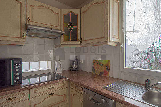 Kitchen of 5m² with linoleum floor