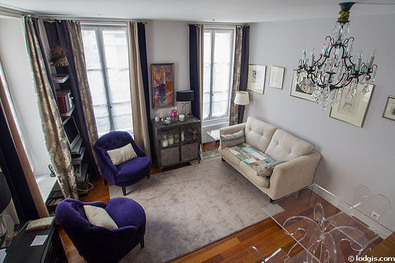 Séjour très calme équipé de téléviseur, chaine hifi, 2 fauteuil(s), 4 chaise(s)