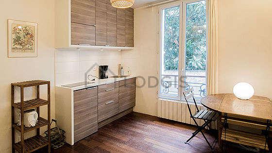 Living room of 9m² with wooden floor