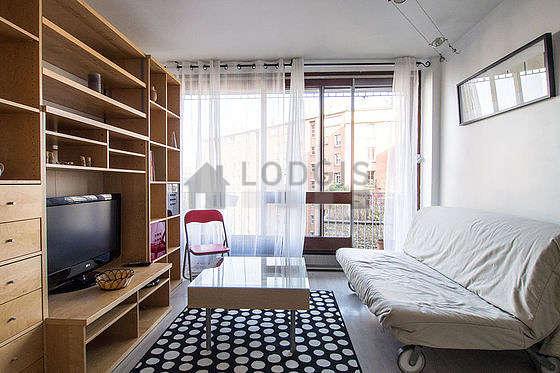 Séjour calme équipé de 1 canapé(s) lit(s) de 140cm, téléviseur, 1 chaise(s)