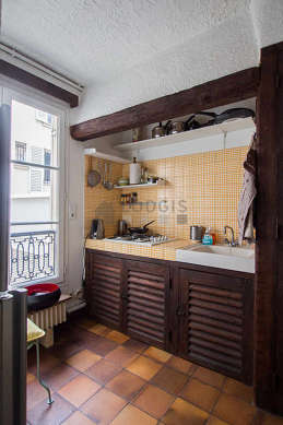 Beautiful kitchen of 6m² with tile floor