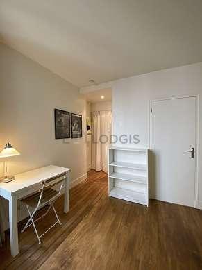 Living room of 13m² with wooden floor