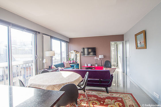 Location appartement 3 chambres vue sur la tour eiffel for Appartement meuble paris long sejour
