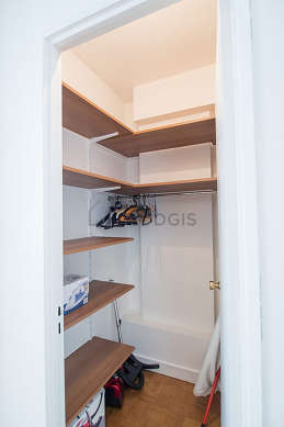 Dressing-room serviced with : shelves