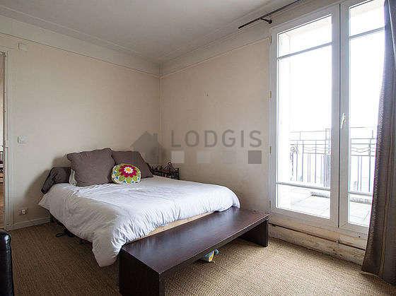 Bedroom with coco floor
