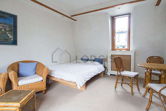 Quiet living room furnished with 1 bed(s) of 140cm, tv, dvd player, 2 armchair(s)