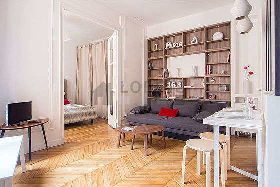 Séjour très calme équipé de 1 canapé(s) lit(s) de 140cm, téléviseur, chaine hifi, placard