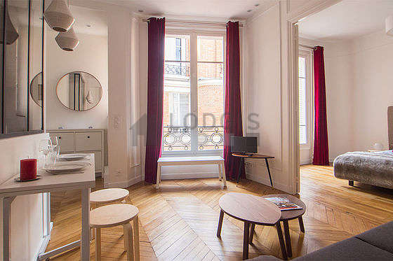 location appartement 1 chambre avec ascenseur paris 17. Black Bedroom Furniture Sets. Home Design Ideas