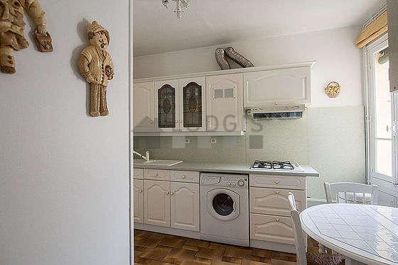 Belle cuisine de 11m² avec du carrelage au sol
