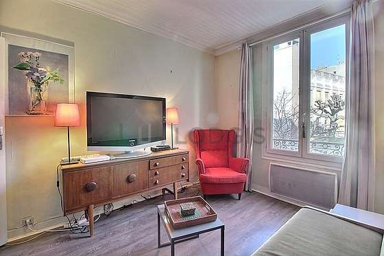 Séjour calme équipé de 1 lit(s) armoire de 140cm, téléviseur, 1 fauteuil(s)