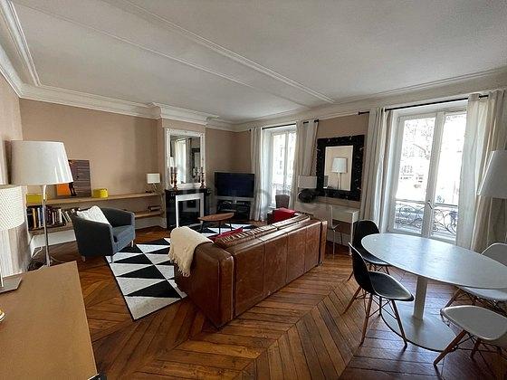 location appartement 1 chambre avec ascenseur et chemin e paris 7 avenue de la motte picquet. Black Bedroom Furniture Sets. Home Design Ideas