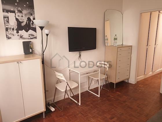 Location studio avec concierge paris 16 rue de la for Location studio meuble paris 16