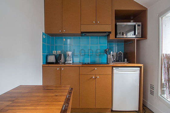 Cuisine dînatoire pour 3 personne(s) équipée de lave linge, sèche linge, réfrigerateur, hotte